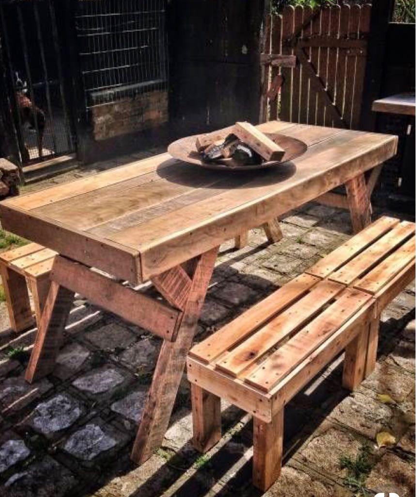 mesa barbacoa con bancos de madera palets en On bancos con palets de madera