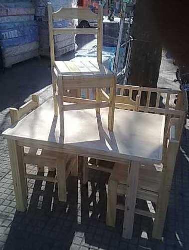 mesa con 4 sillas en madera maciza