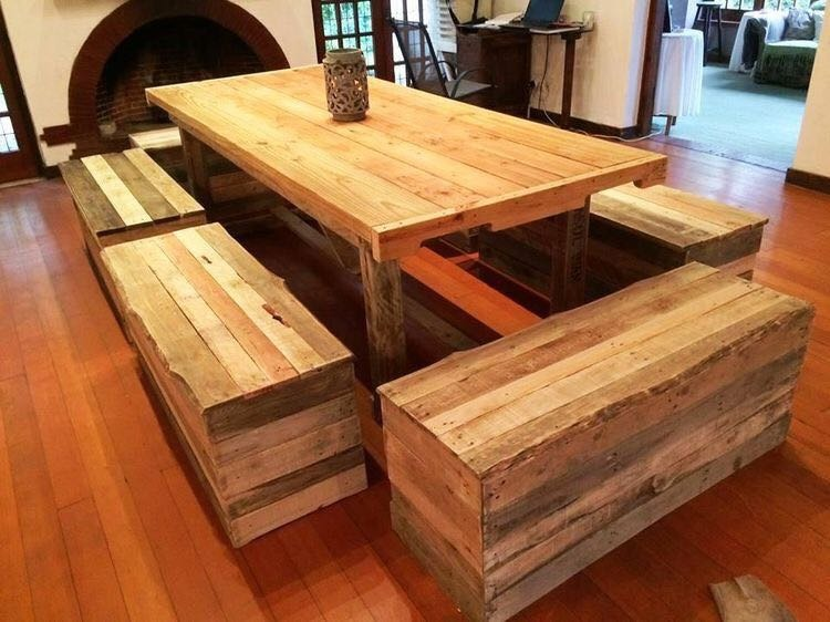 Mesa con bancos de madera palet pallet en for Living comedor con palet de madera