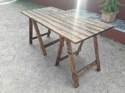 mesa con caballetes hay stock