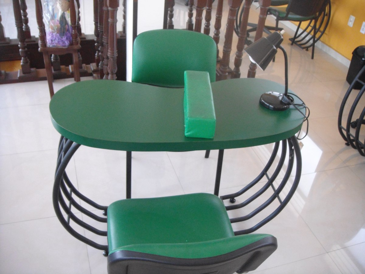 Mesa Con Sillas Para Salon De Uñas - $ 2,700.00 en Mercado Libre