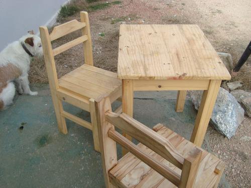 mesa de cocina, dos sillas rusticas,estilo gauchesco,antigua