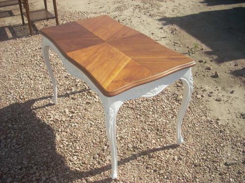 mesa de living francesa tapa en pluma de caoba ,madera talla