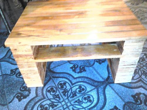 mesa ratona en pallets muy linda barnizada
