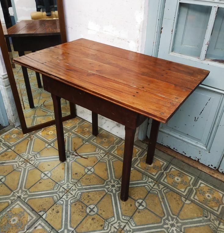 Mesa Rústica Antigua De Cocina Con Tapa De Cedro