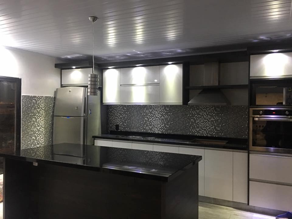 Mesadas de cocina granito negro absoluto nacional for Granito brasileno precio