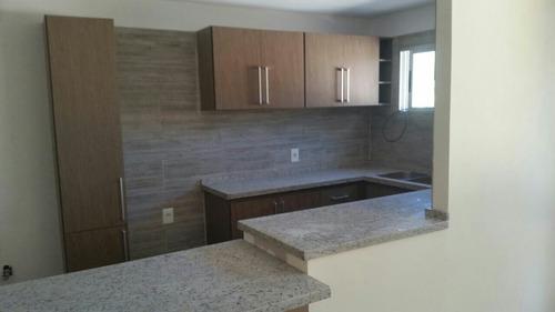 mesadas de marmol y granito y silestone. muebles de cocina.