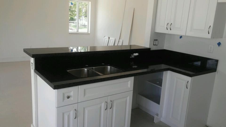 mesadas en granito y marmol para cocinas en
