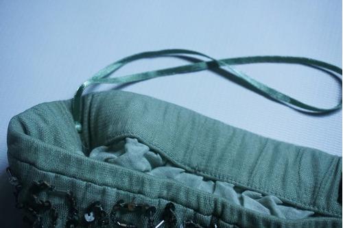 mini falda bordada a mano con canutillos y lentejuelas