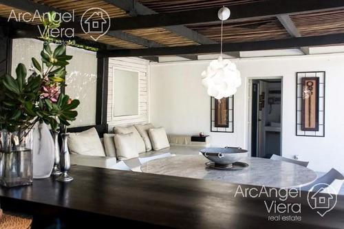 moderna casa playa mansa - punta del este - 5 dormitorios - piscina