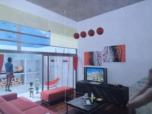 moderna casa triplex en pocitos en una de las zonas más prestigiosas.