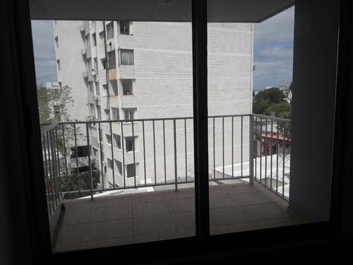 moderno mono ambiente en venta en pocitos con balcón
