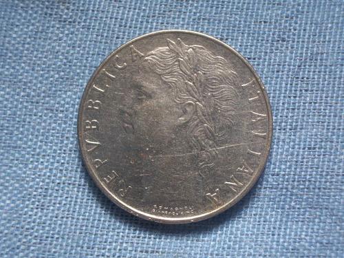 moeda antiga italiana do ano de 1968