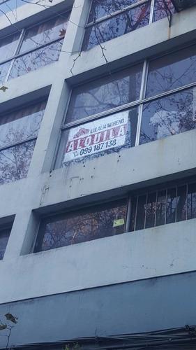 mono-ambiente dividido en 3 oficinas - impecable!!