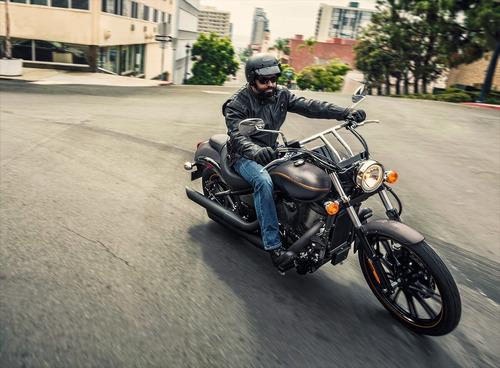 moto kawasaki vulcan 900 custom