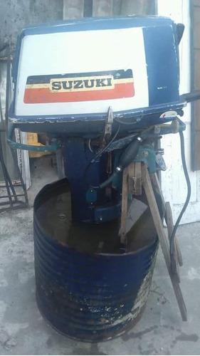 motor fuera de borda susuki 25 hp funcionando a probar