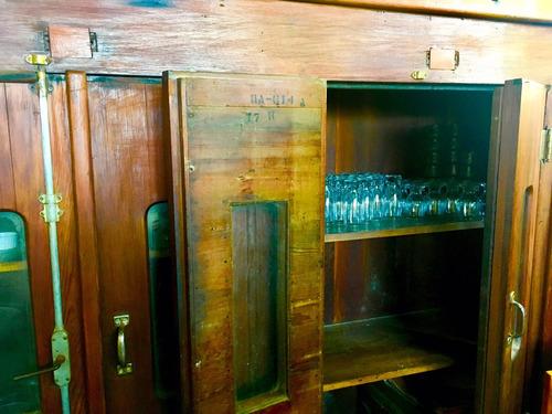 mueble antiguo de roble antigua incubadora