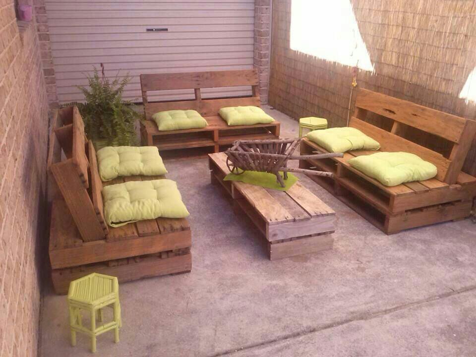Muebles de palets pallet sof s esquineros y mesas ratonas for Muebles de palet de europa