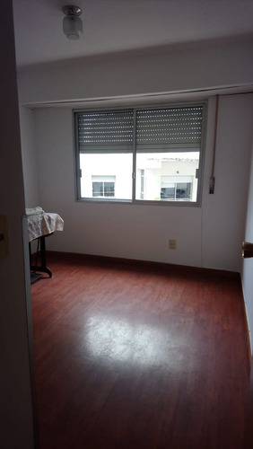 muy buen apartamento con vista a la rambla
