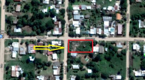 muy buen terreno con escombros y ladrillos de casa demolida