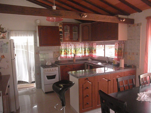 muy linda casa con pequeño apartamento en playa grande