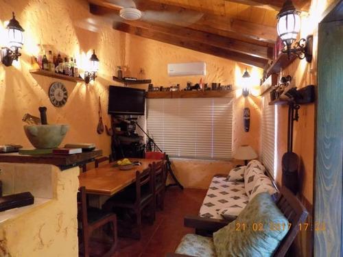 muy linda casa en el cerro. reciclada a nuevo