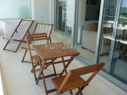 muy lindo apartamento ubicado en torre de categoria y con amenitis muy completos, a pasos del hotel conrad y playa mansa.  - ref: 210038