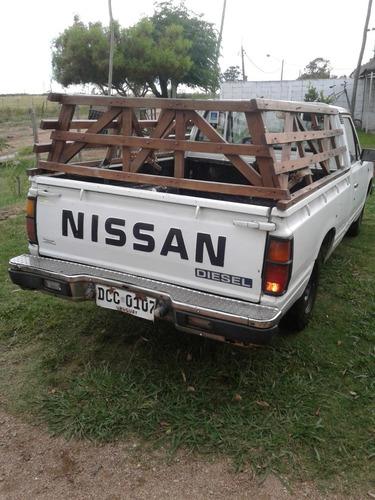 nissan 720, año 91, pick up, 2.3; blanca
