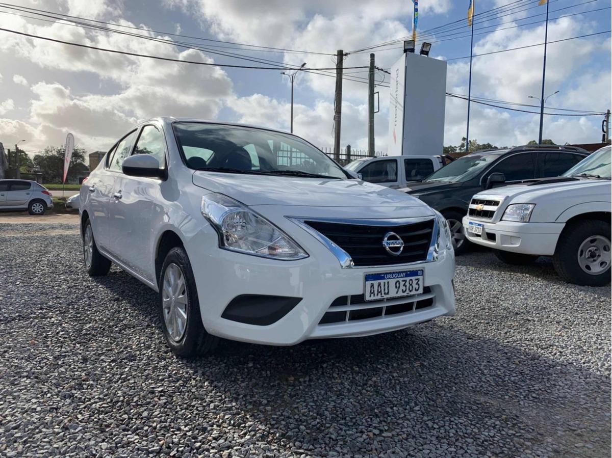 Nissan Versa 1 6 Advance 2017 Pto Financio 48 Cuotas Cargando Zoom