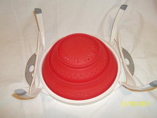 novedoso colador de silicona con patas plegables