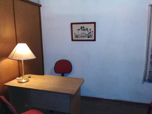 oficina 7 privados, muy bien ubicado, próx. a dgi,bps, etc