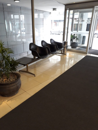 oficina amplia en brandzen y arenal gde