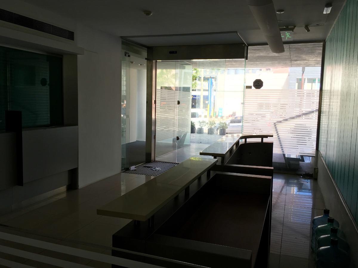 oficina con renta frente a punta carretas shopping
