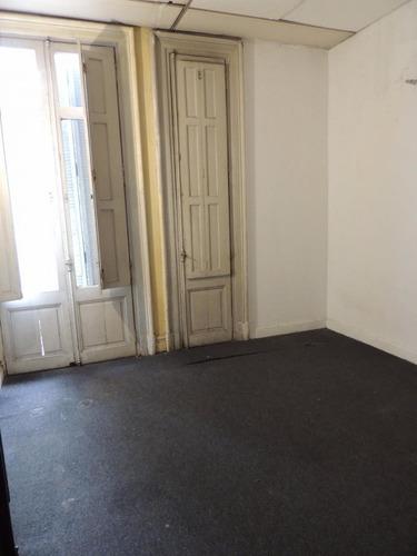 oficina en alquiler en cordón. 400m2. ambientes amplios.