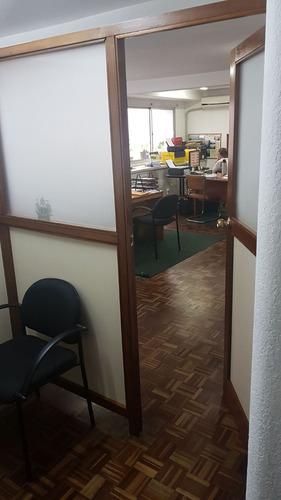 oficina en ciudad vieja muy bien ubicada