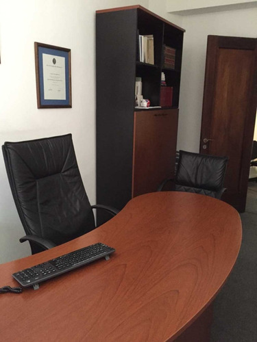 oficina equipada con servicios