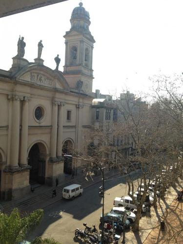 oficina frente a plaza matriz