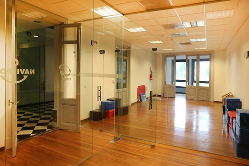 oficinas alquiler centro montevideo oficina sobre plaza independencia reciclada en alquiler.