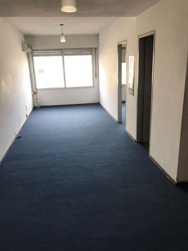 oportunidad, amplio apartamento de 1 habitación en centro!