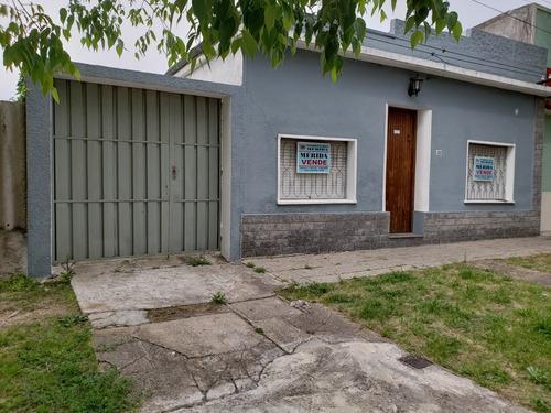 oportunidad casa 2 dormitorios con garage, muy cómoda.