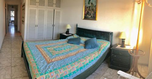 oportunidad frente a la mansa 3 dorm 3 baños a reciclar!