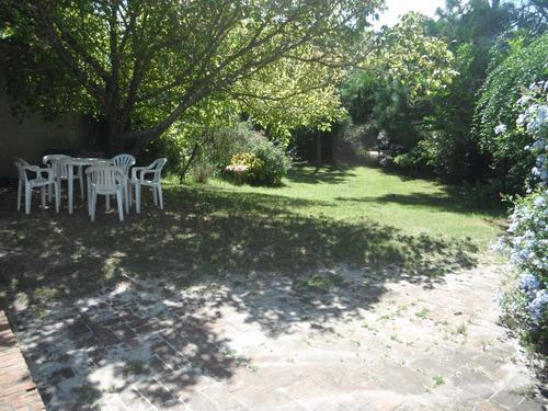 oportunidad! frente al mar, jardín con parrillero y sombra.