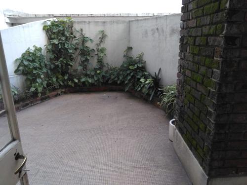 p. carretas a mts de la rambla apto  al fte con patio gge