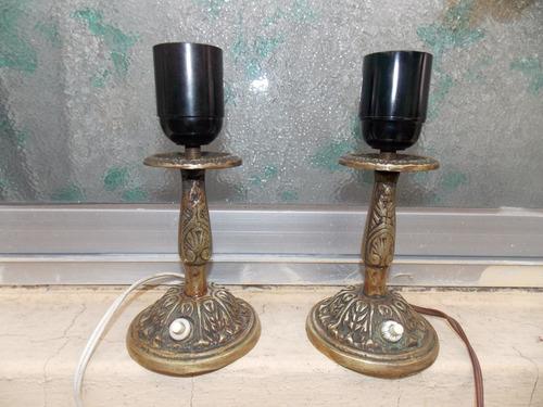 par de antiguas portátiles veladoras y araña en bronce