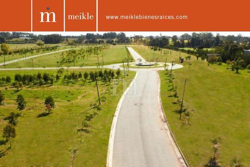 parques: exclusivos terrenos en barrio semi-cerrado