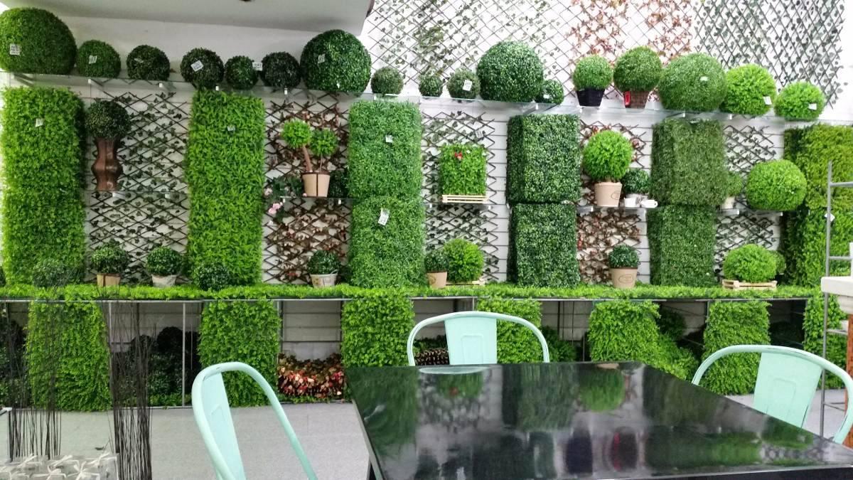decoración jardín vertical pasto artificial