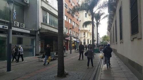 peatonal sarandí próximo a plaza matriz