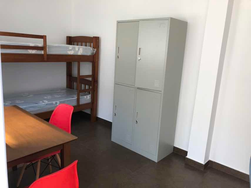 pensión estudiantil (femenino) habitación compartida.