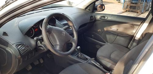 peugeot 207 1.4 sedan xr chocado en marcha