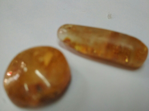 piedra natural ambar, miden aprox 3 cm, 2 unidades!!!
